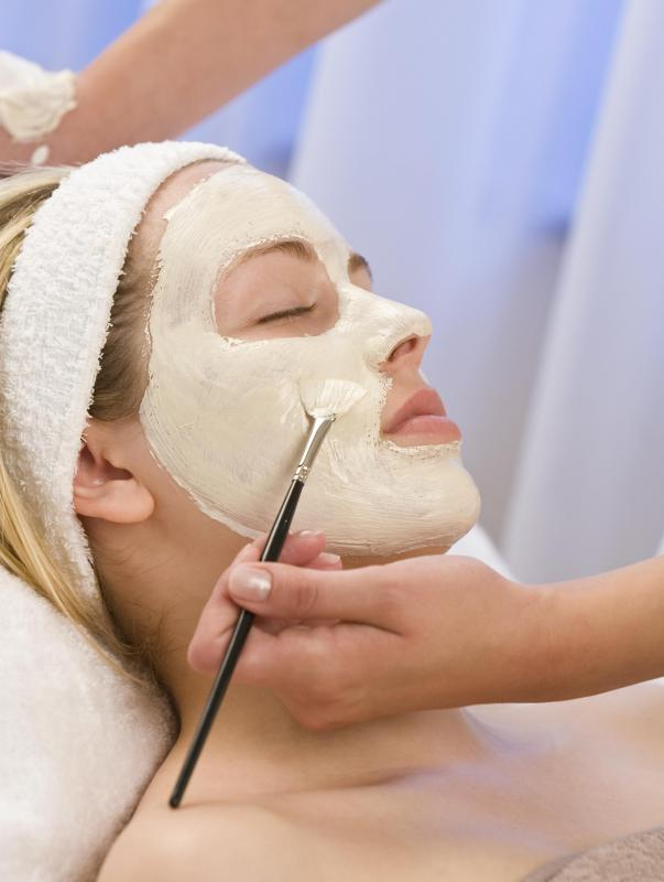 A cream mask should be left on the skin for a certain period of time before being rinsed off with warm water.